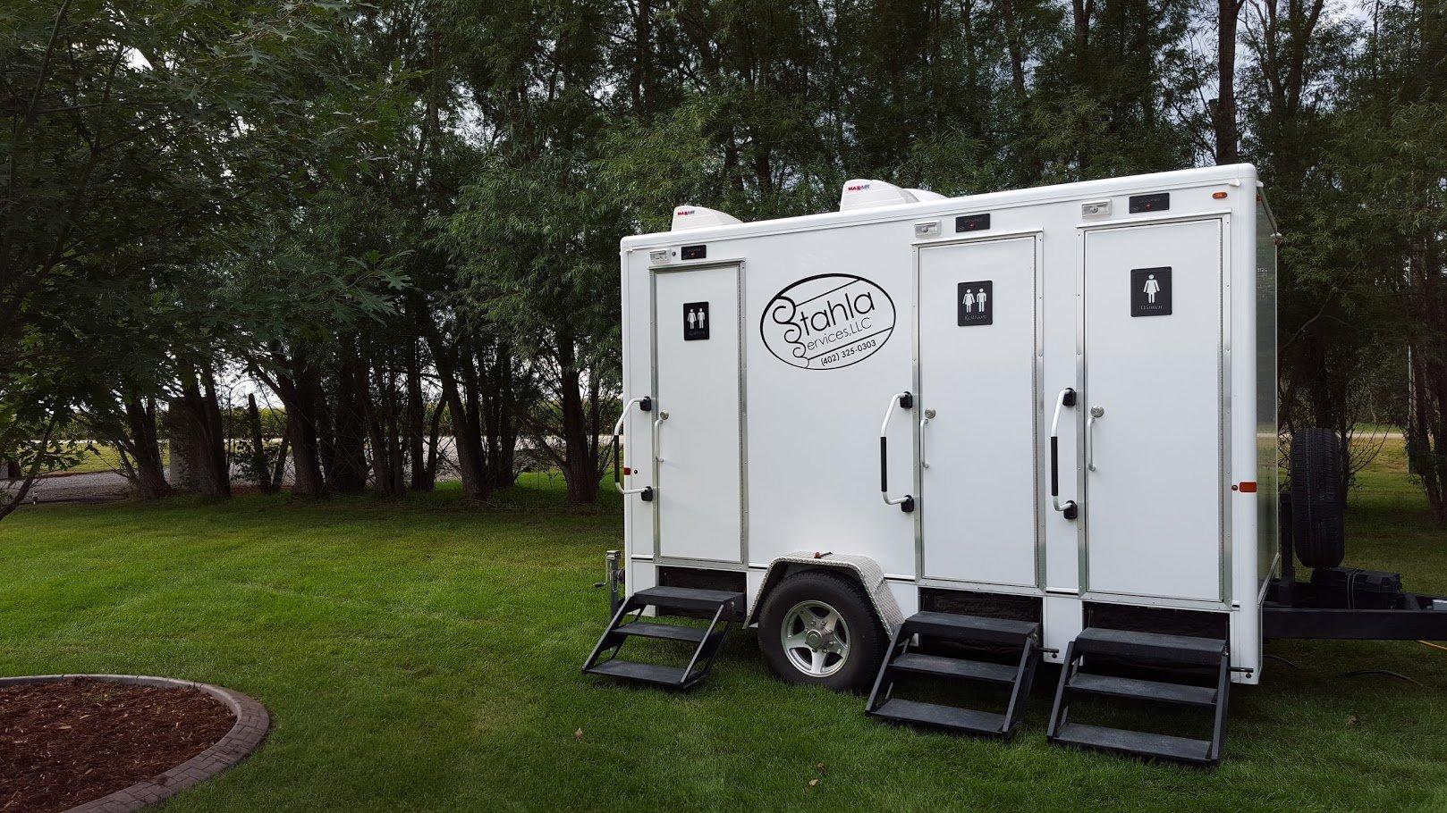 Shower and Restroom Trailer Rentals 4 Stall Restroom Lawn - Restroom Trailers